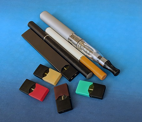 Image of electronic cigarettes and JUUL pods